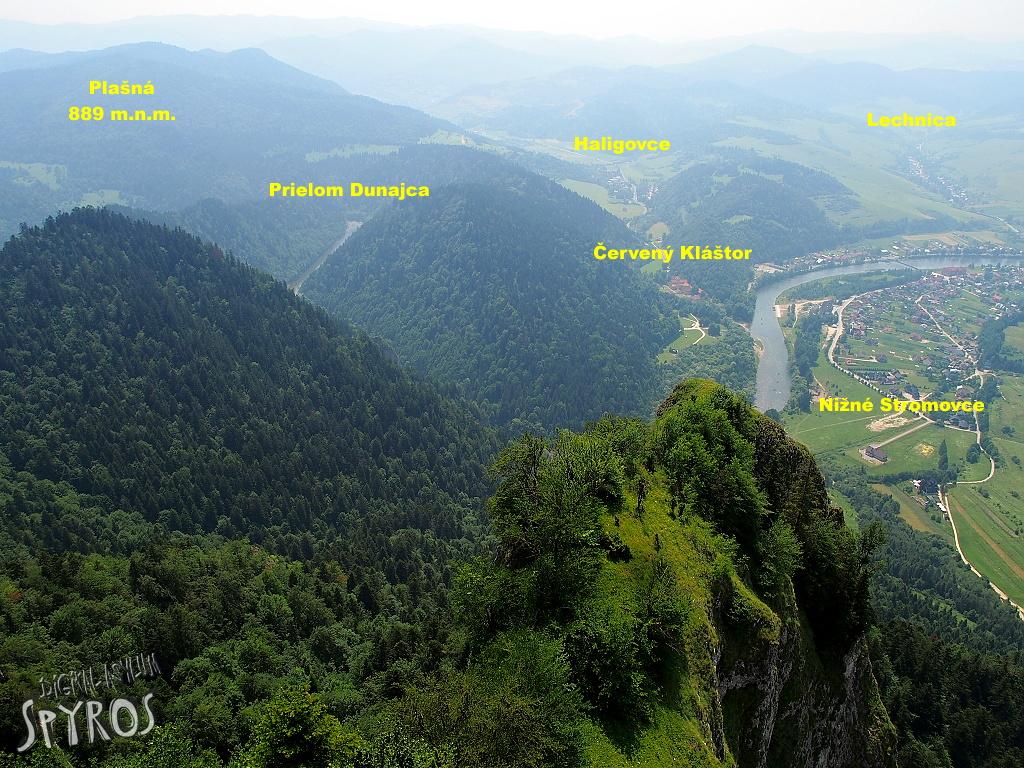 Výhľad z Troch Korún na Červený Kláštor a jeho okolie