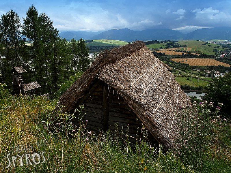 Havránok - Brána a dom z 1. st. n.l.
