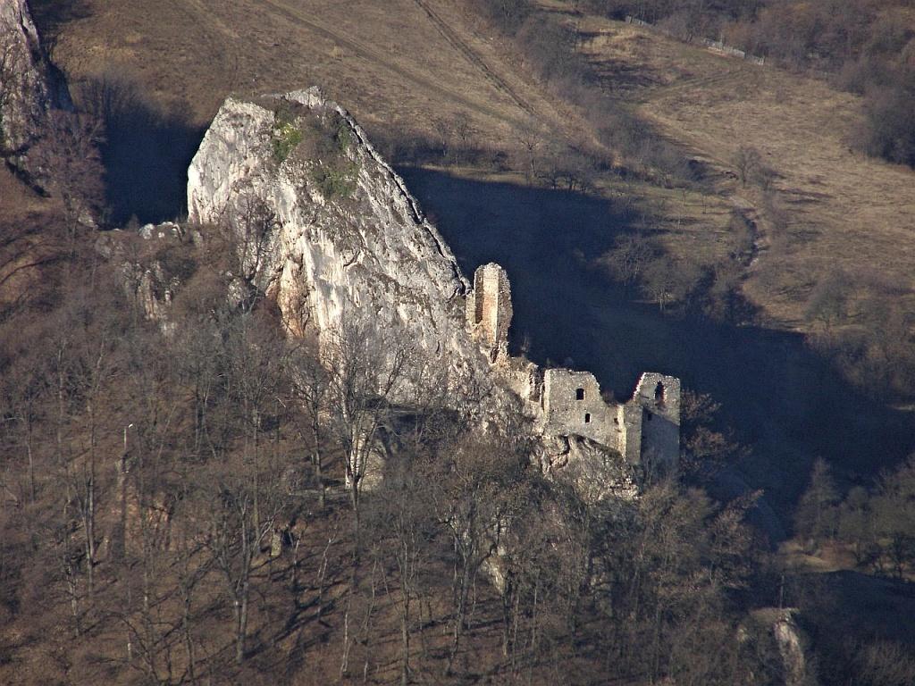 Hrad Lednica - Letecký pohľad