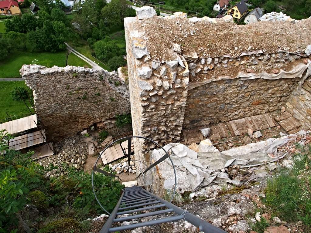 Hrad Lednica - Rebrík na strážnu vežu