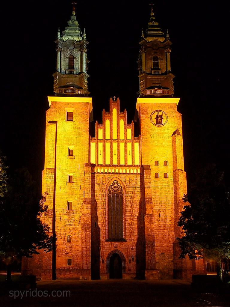 Poznaň - Arcikatedralna bazilika svatych apostolov Petra a Pavla